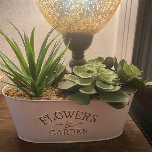 Home Goods Other - Flowers & Garden White Tin Decor with Faux Plants